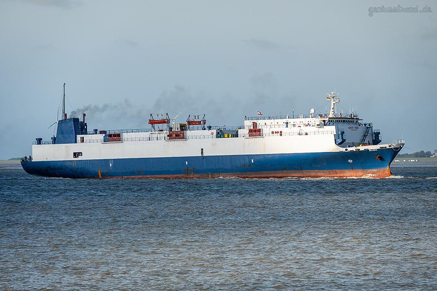 WILHELMSHAVEN SCHIFFSANKÜNFTE: Autotransporter BANA auf dem Weg zum Neuen Vorhafen