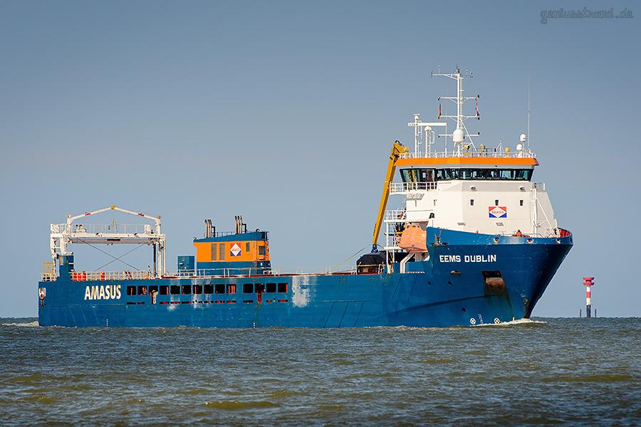 WILHELMSHAVEN SHIPSPOTTING: Frachtschiff EEMS DUBLIN fährt Richtung Seeschleuse